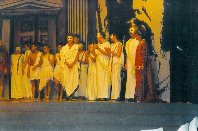 theaterverein-wetter-antigone-bild01