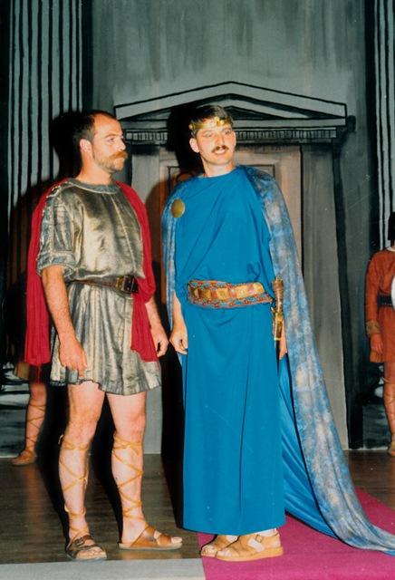theaterverein-wetter-antigone-bild05