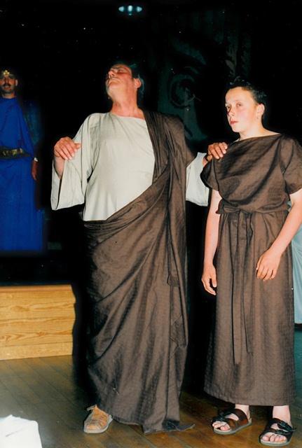 theaterverein-wetter-antigone-bild08