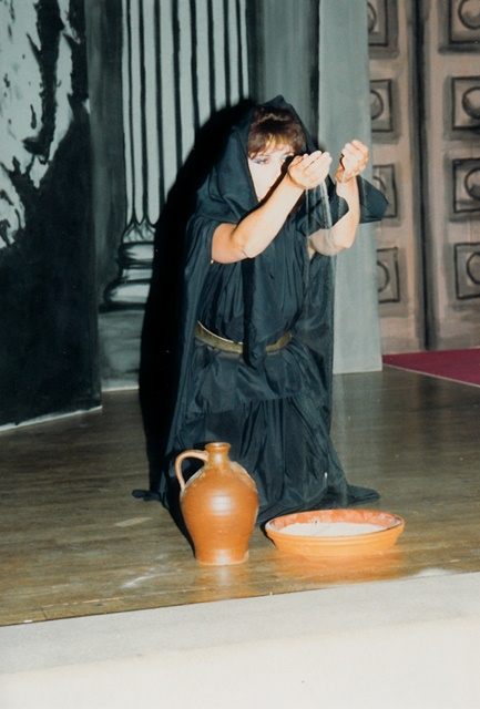 theaterverein-wetter-antigone-bild10