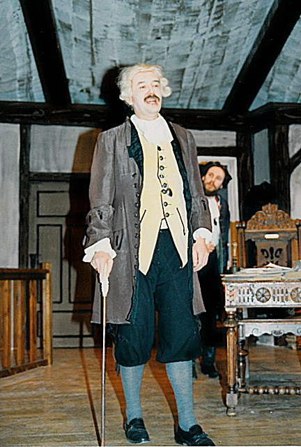 theaterverein-wetter-der-zerbrochene-krug-bild01