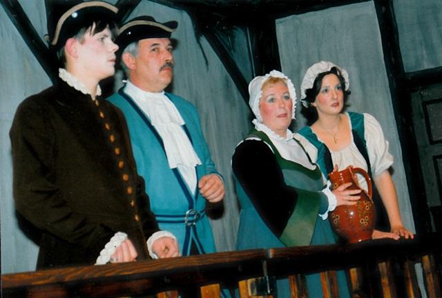 theaterverein-wetter-der-zerbrochene-krug-bild10