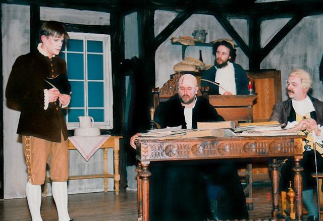 theaterverein-wetter-der-zerbrochene-krug-bild23
