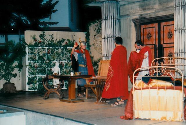 theaterverein-wetter-romulus-der-grosse-bild04