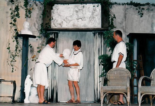 theaterverein-wetter-romulus-der-grosse-bild23