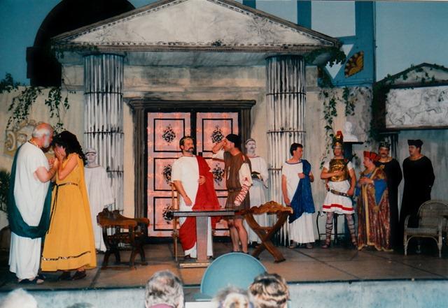 theaterverein-wetter-romulus-der-grosse-bild28
