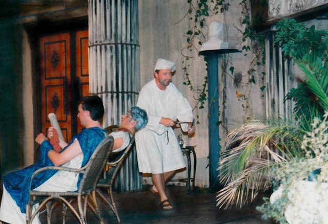 theaterverein-wetter-romulus-der-grosse-bild31