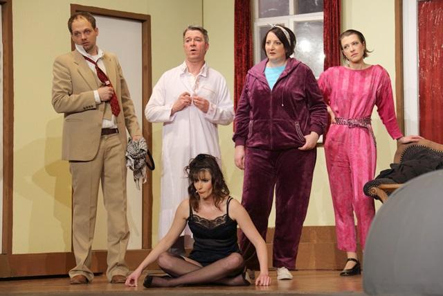 theaterverein-wetter-der-nackte-wahnsinn-premiere-52