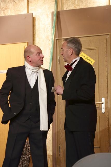 theaterverein-wetter-der-nackte-wahnsinn-premiere-54