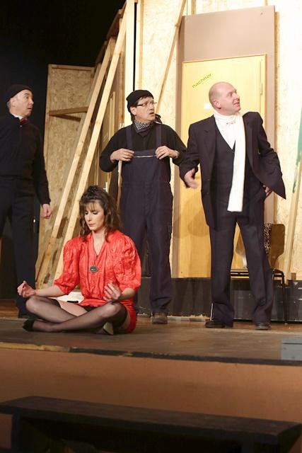 theaterverein-wetter-der-nackte-wahnsinn-premiere-59