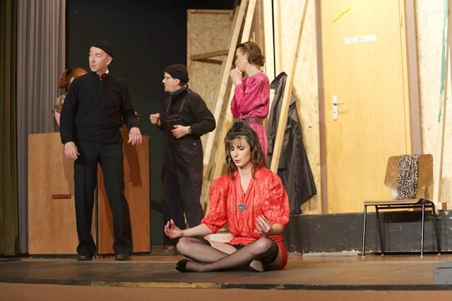 theaterverein-wetter-der-nackte-wahnsinn-premiere-64