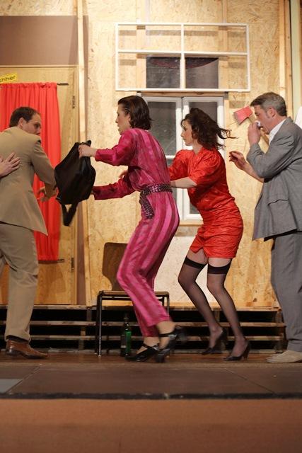 theaterverein-wetter-der-nackte-wahnsinn-premiere-67