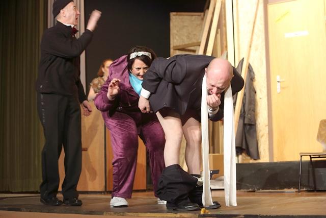 theaterverein-wetter-der-nackte-wahnsinn-premiere-7