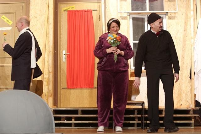 theaterverein-wetter-der-nackte-wahnsinn-premiere-78