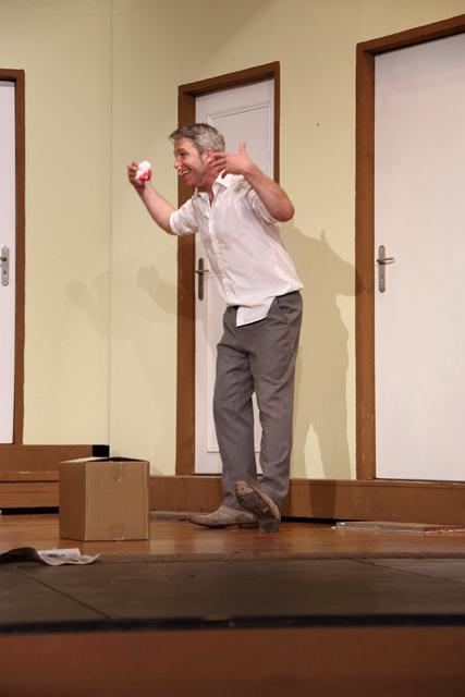 theaterverein-wetter-der-nackte-wahnsinn-premiere-90