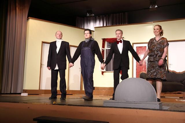 theaterverein-wetter-der-nackte-wahnsinn-premiere-95