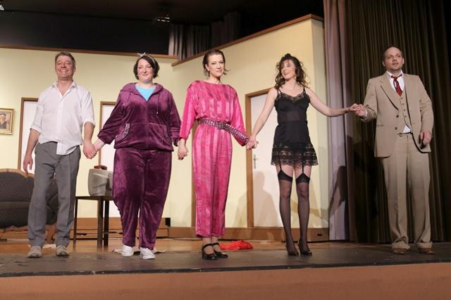 theaterverein-wetter-der-nackte-wahnsinn-premiere-96